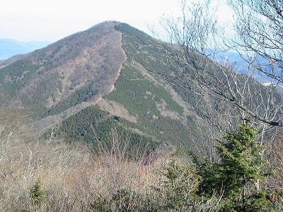 小持山から武甲山を振り返る