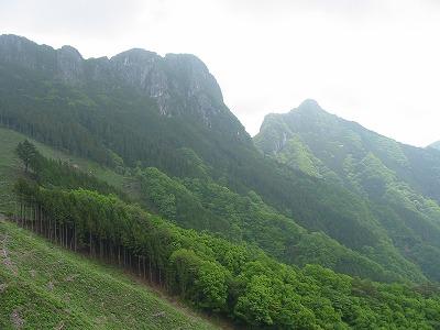 下山途中から東岳と西岳