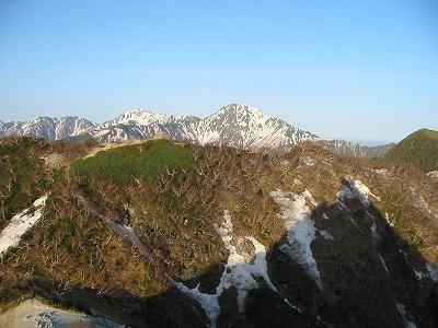 オベリスクから見る北岳 影に注目