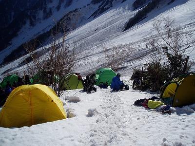 正面が氷稜のテント