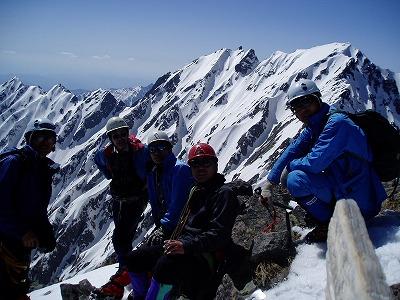 前穂高岳山頂で全員集合