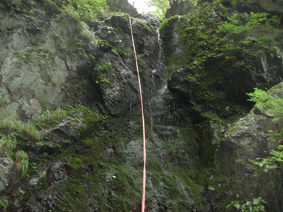 カロー川谷二段15m懸垂