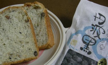 黒豆納豆入り食パン
