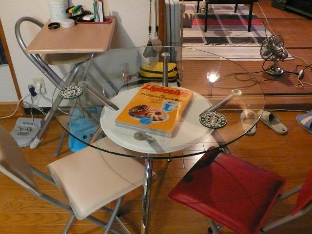 ポストモダンなテーブルです!!