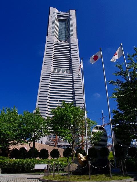ランドマークタワーと日本丸のスクリュー