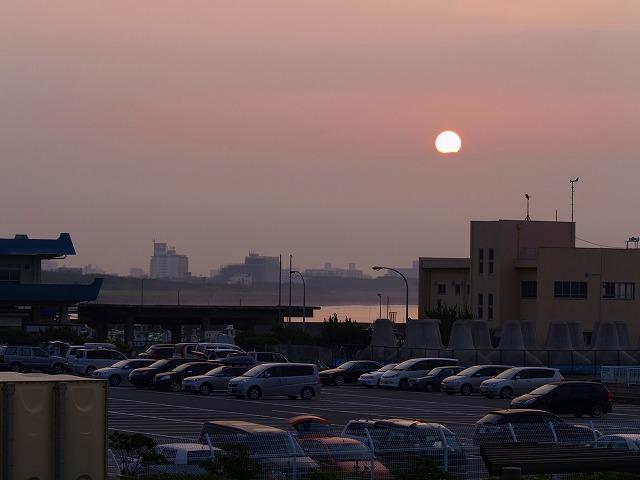 大磯港駐車場からの日の出