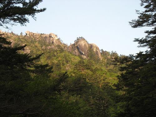 65 朝陽の岩峰