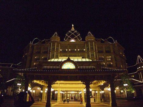 舞浜駅側からみたホテル全景
