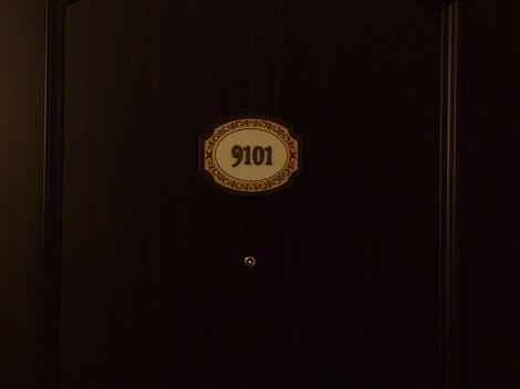 今回のお部屋のドア