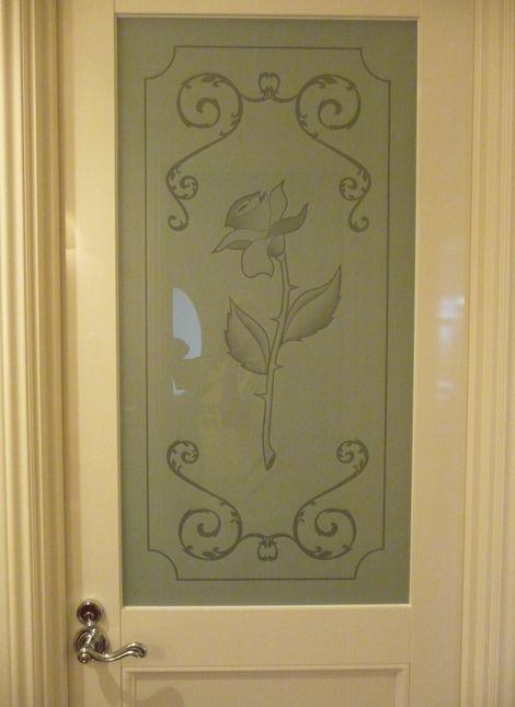 化粧室の右側の扉
