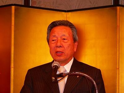 写真キャプション=冒頭の挨拶で海外進出の指針を語る韓昌祐会長