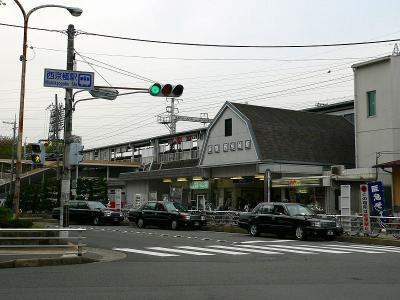 写真キャプション=阪急京都線の「西京極」駅。この北側に西京極運動場がある