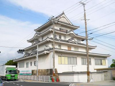 写真キャプション=和歌山県御坊市のシンボルとも言える城の形をした料亭