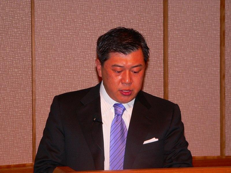 写真キャプション=前期の営業状況について説明を行なう韓俊専務取締役営業本部長
