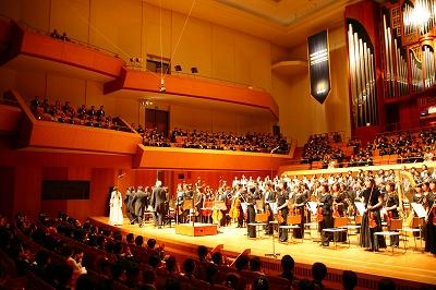 写真キャプション=記念式典前に開催された「50周年記念コンサート」