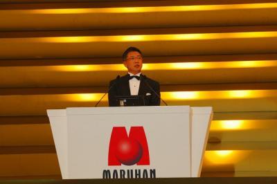 写真キャプション=記念式典で新社長となる抱負を語る韓裕副社長