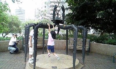 九龍公園内カニのオブジェ