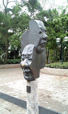 九龍公園内顔のオブジェ