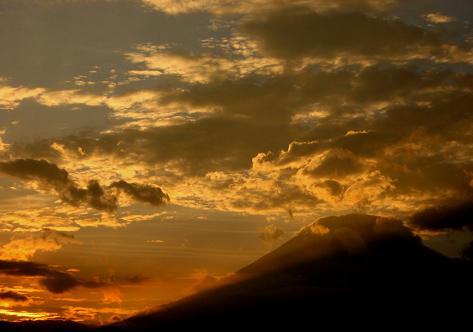 梅雨明け間近の富士山