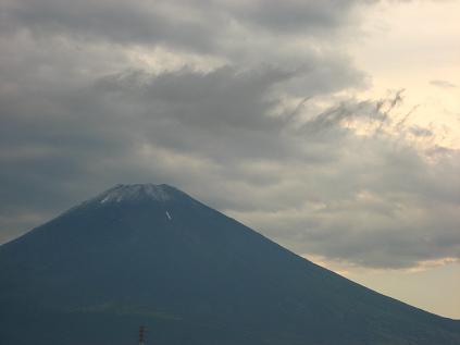 夏富士に白いベール