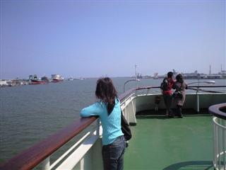 新潟港をはなれる妻・・・どきどきしてます