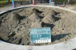 篩い掛けをした砂場