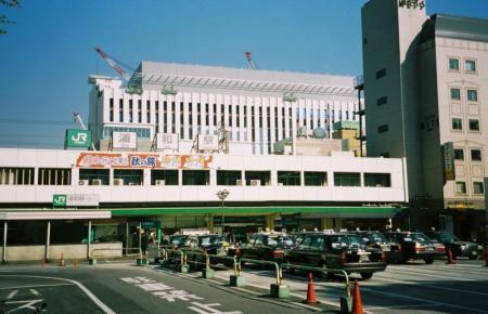 800px-Urawaeki-nishiguchi.jpg